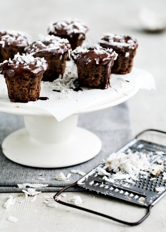 Sunde muffins med banan, kokos, hørfrø og mørk chokolade. Foto: Line Thit Klein
